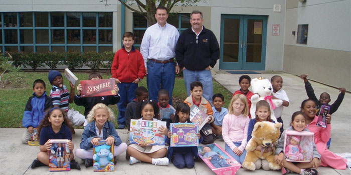 Rob Thomson Gives Back to Jupiter