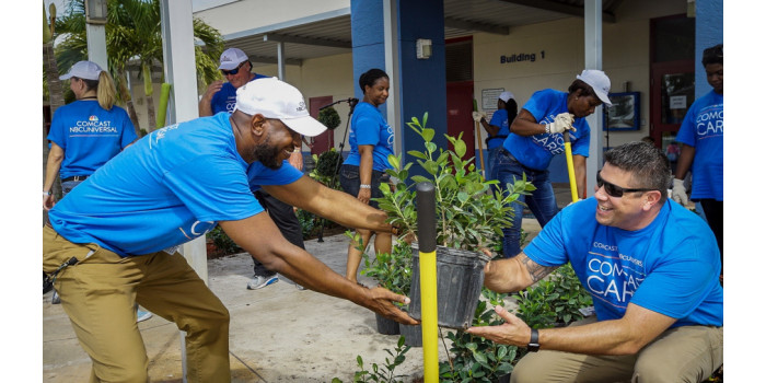 Hundreds of Volunteers Revitalize Palm Beach County School for Comcast Cares Day